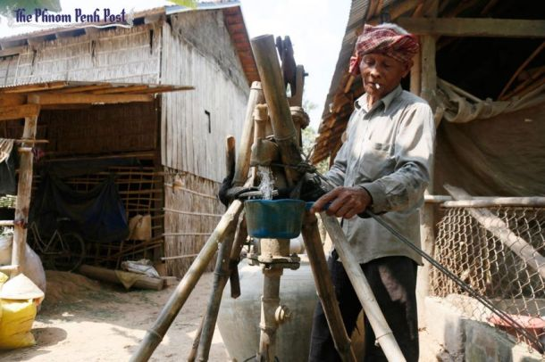 A man pumps water contaminated with arsenic from a well near his house in Prek Russey village in Kandal province last week. (Heng Chivoan)