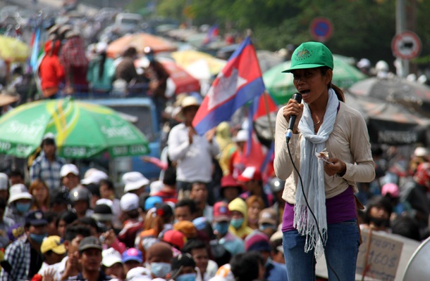 Striking garment workers demonstrate in Phnom Penh, Dec. 31, 2013.