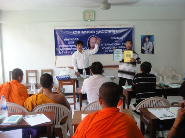 Members of the KNLF lead a seminar on Cambodia and international politics.