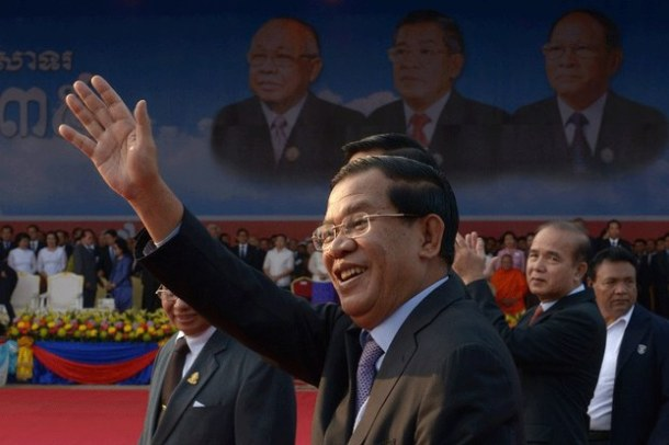 Cambodian Prime Minister Hun Sen (C) greets supporters during a Cambodian People's Party (CPP) ceremony marking the 35th anniversary of the fall of the Khmer Rouge regime in Phnom Penh, Jan. 7, 2014