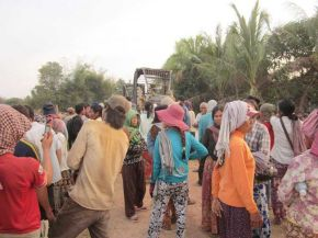 Villagers Seize Bulldozers in Cambodian Land Dispute