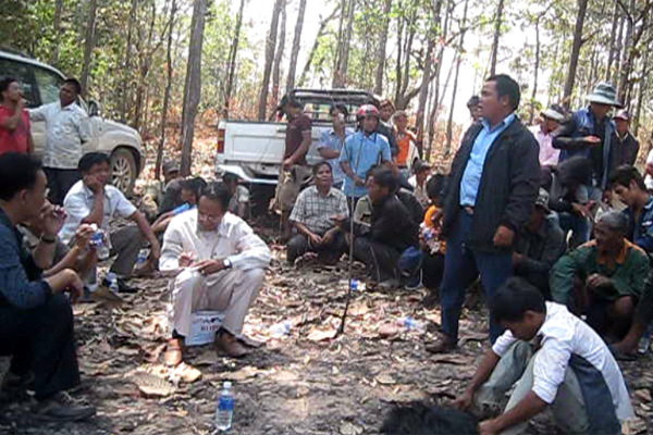 Villagers meet with company representatives and local officials in northeast Cambodia's Ratanakiri province, March 10, 2015.